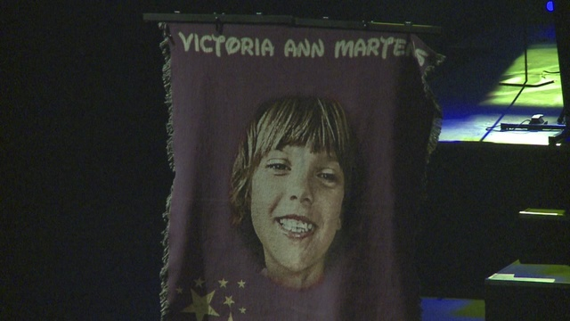 Hundreds gather to remember Victoria Martens at public memorial service