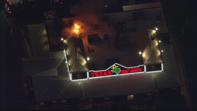 Fire breaks out at Texas Roadhouse near San Mateoand I-25